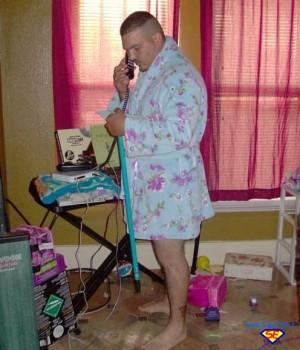 Una vera donna ha sempre la casa pulita e ordinata la cesta dei panni sporchi vuota esce - Casa pulita e profumata ...